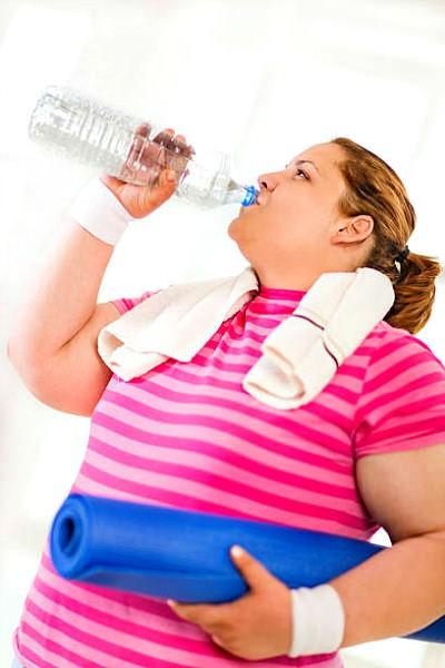 Пейте воду для похудения живота