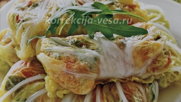 Голубцы с овощами и руколой