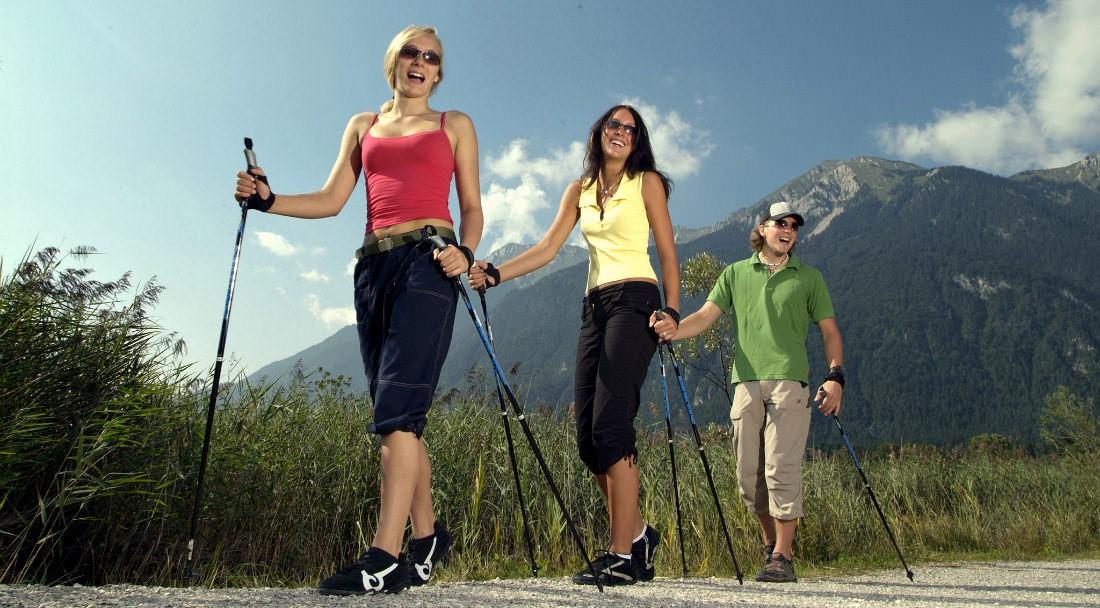 Скандинавская ходьба летом