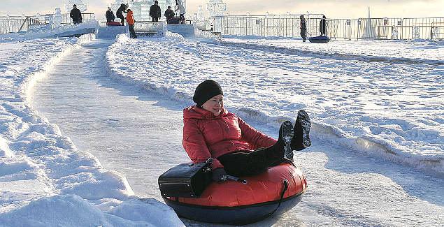 Зима — не время сидеть по домам, вспомним про коньки, ватрушки, лыжи
